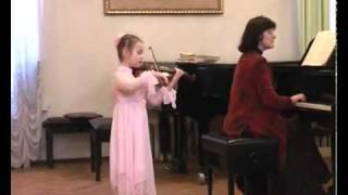 Ульяна играет на скрипке