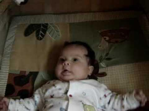 Bebe Zacharie Cloutier hablando con papa - 2 meses