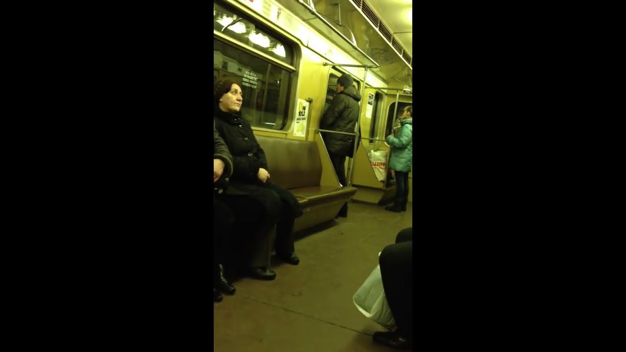Девушка описалась в переходе метро видео фото 624-791