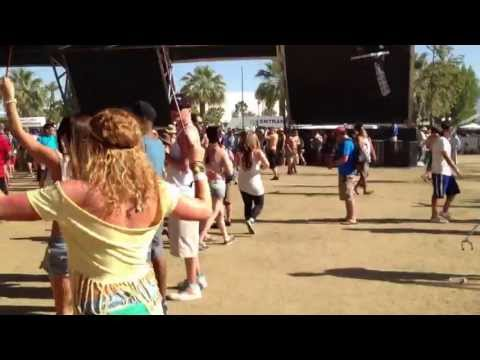 Walking Around Coachella 2013 Weekend 2 Near The Sahara Tent