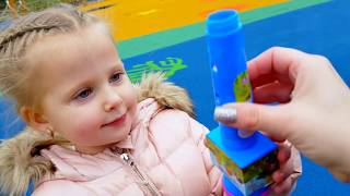 Кукла Катя Беби Борн и Эльвира играют в прятки на площадке и получают сюрпризы