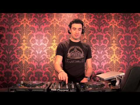 How To DJ - DJ Lessons To Help You Learn How To DJ!