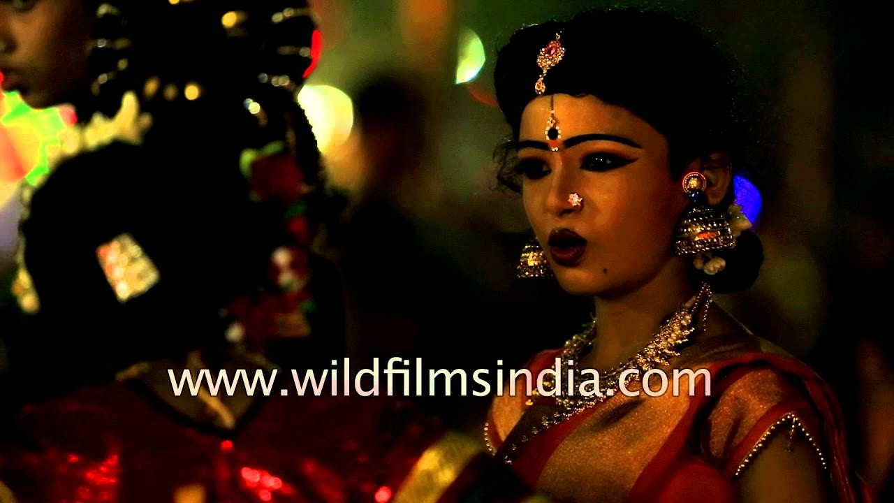 Sarees, gajras and jewellery - see boys dress up as girls! - YouTube