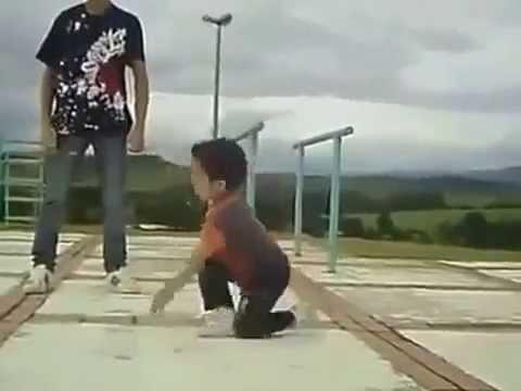 Дети таланты  Папа с мальчиком танцуют  прикольно