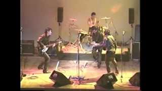 函館の「キャロル」 デッドコピーバンド 「リアル」です。