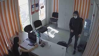 В Новосибирске ищут преступника, который пытался ограбить офис микрофинансовой организации