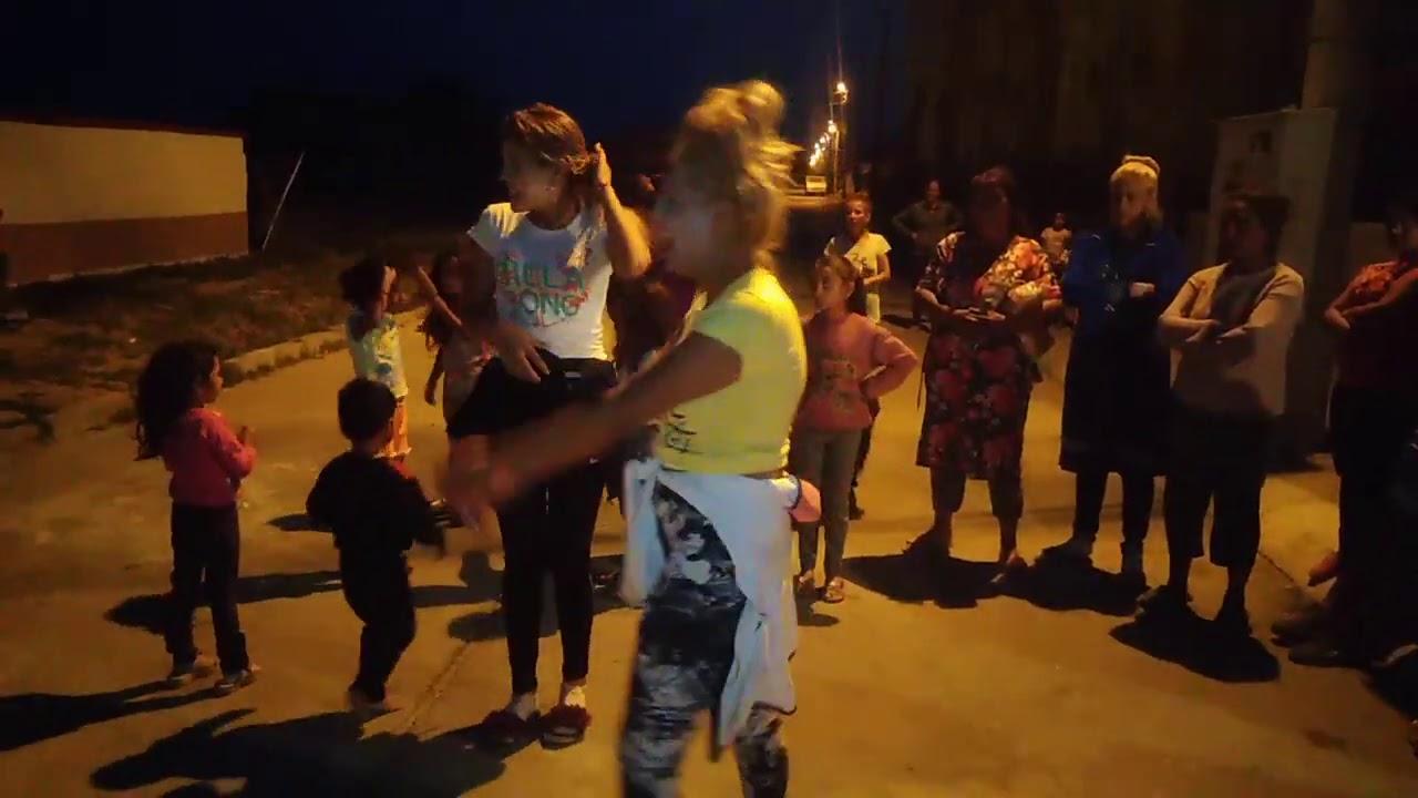 (VIDEO) - Момичета как играят кючек община Стралджа