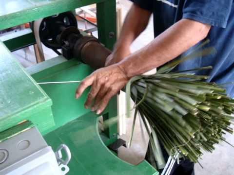 Forjando escoba de palma tipo jamaica 2 youtube - Escobas de palma ...