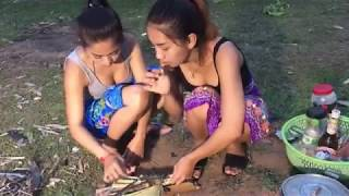 Primitive Technology :  How To Catch Using Fish Trap