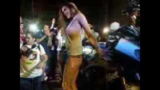 Repeat youtube video สาวเพ็นเฮาส์ ล้างรถมอเตอร์ไซด์หลุดจุก โผ่ล