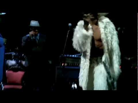 Sir Nose D'Voidoffunk disses George Clinton & P-Funk on stage