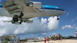самый опасный пляж мира Maho Beach на Карибах -  над пляжем пролетают самолеты Caribbean islands(Добро пожаловать на Maho Beach - один из самых необычных пляжей в мире. Он находится на Карибах в 300 км от Пуэрто-Р..., 2014-10-07T07:47:26.000Z)