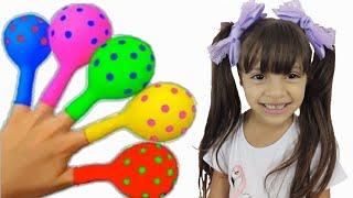 JULIA e a CANÇÃO DAS CORES COM BALÕES - preschool toddler learn color  شفا والأقلام السحرية