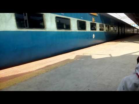 Kalyan WCAM3 with 9 AC coach LTT Faizabad Express