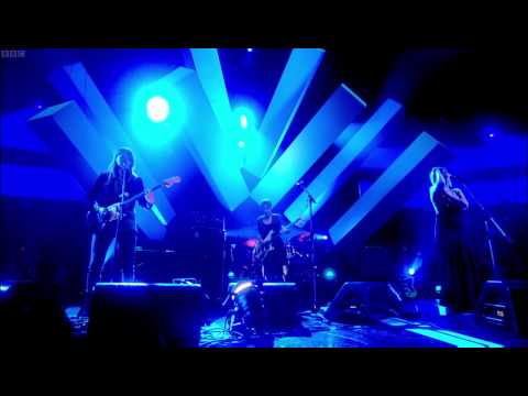 Warpaint - Undertow (Later Live... with Jools Holland 13/05/11) 720p