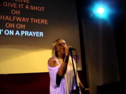 KARINA BOSKO NO ESCALADA KARAOKE - LIVING ON A PRAYER - COVER