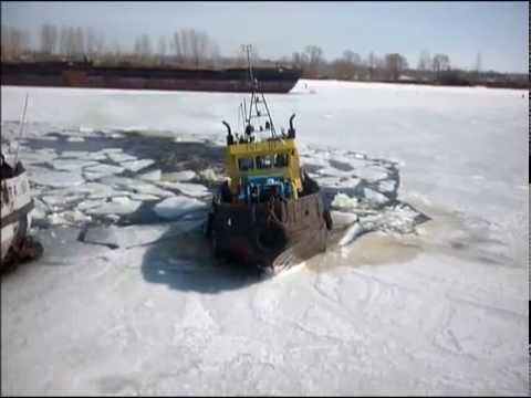 "Вскрытие затона ""Южный"" Сарапул-12.04.2014год, река Кама"