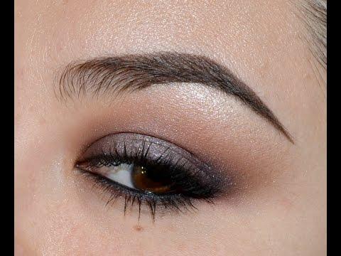Maquillaje de ojos ahumado para párpados caídos