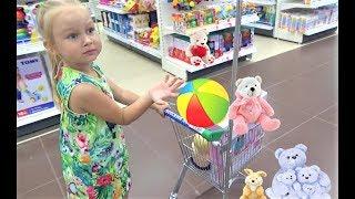 Алиса покупает ПОДАРОК на ДЕНЬ РОЖДЕНИЯ !