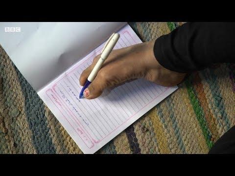 فتاة مصرية تكتب وتحيك ملابسها بقدميها  - نشر قبل 16 دقيقة
