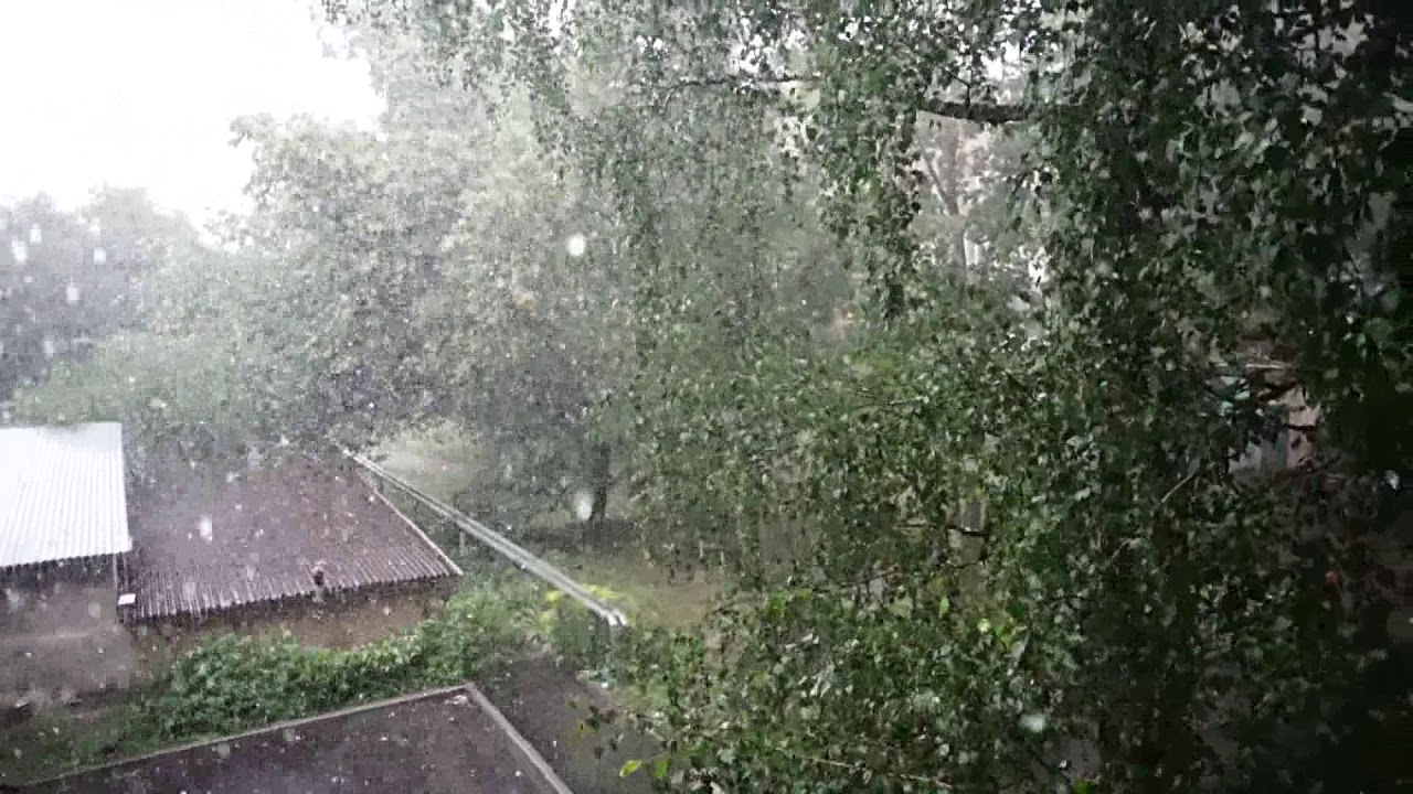 В четвер на Прикарпатті очікуються сильні опади, грози та град