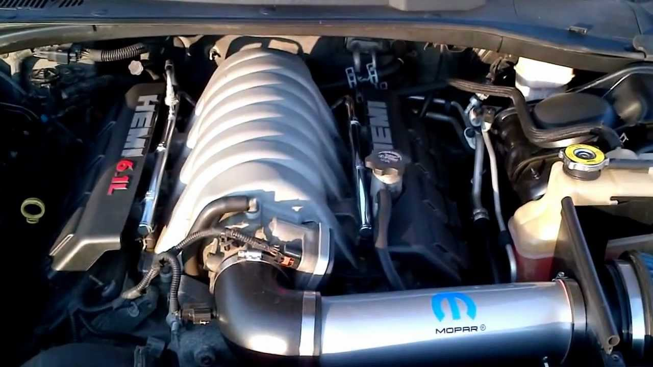 Chrysler 300 C Srt8 6 1 Hemi V8 425 Hp Youtube
