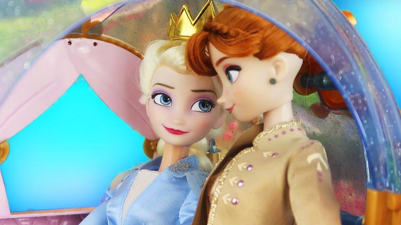 ¡Elsa y Anna Se convierten en Reinas ! | Princesas de Disney