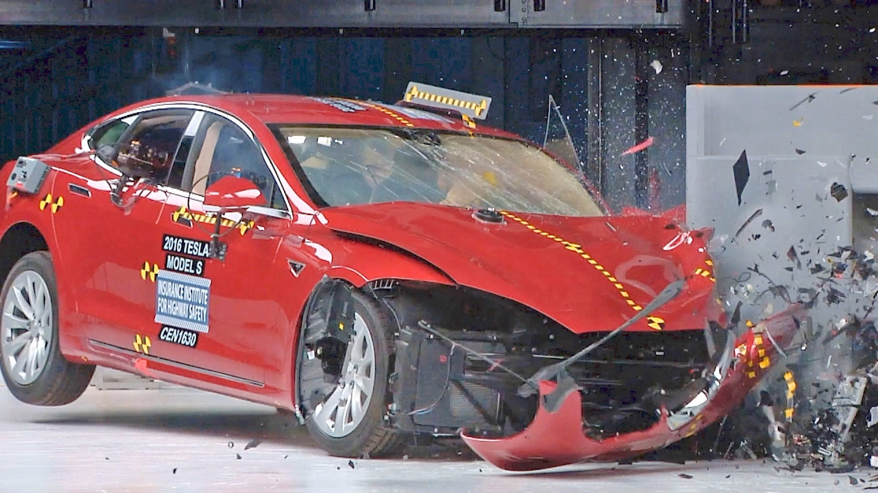 Tesla Model 3 rollover crash shows its real-world safety