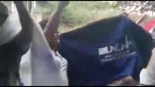 Turbas del gobierno nuevamente pasan furibundos hostigando a personal de 100% Noticias thumbnail