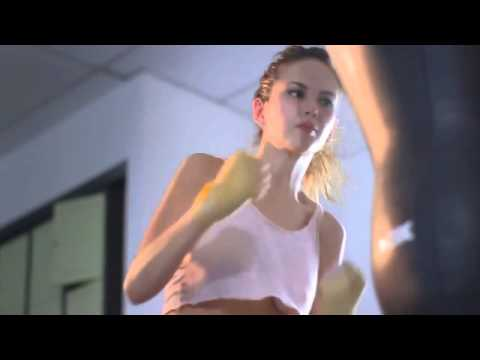 Hotgirl Boxing không mặc nội y @.@