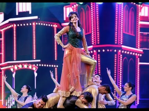 Saba Qamar Lehenga Falls Off During Live Dance At Hum Style Tv Awards 2016