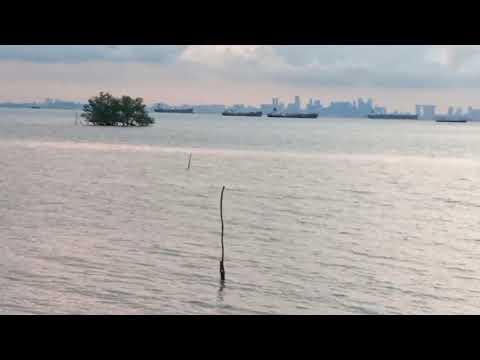 Singapore Terlihat Jelas di Depan Mata dari Pantai Cipta Land Batam