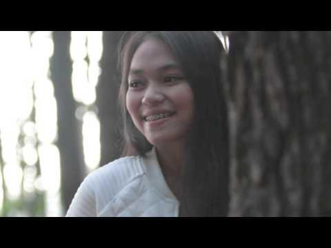 Regina Poetiray - Karena Begitu Besar ( Video Lyrics)