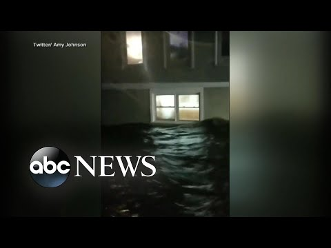 Hurricane Florence batters Carolina coast as it makes landfall