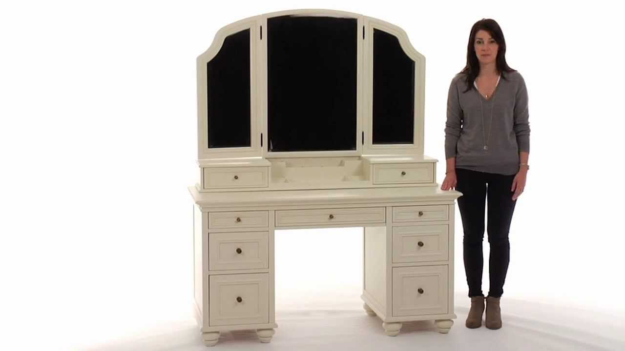 Stylize Your Dressing Area With This Classic Vanity Table