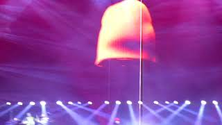 Twenty one pilots Tyler's Floating hat and Stressed out Live - Chicago 2018