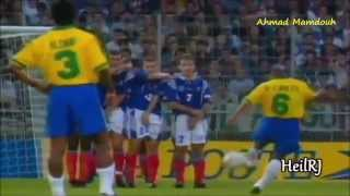 Football in 90s ●● football from another planet