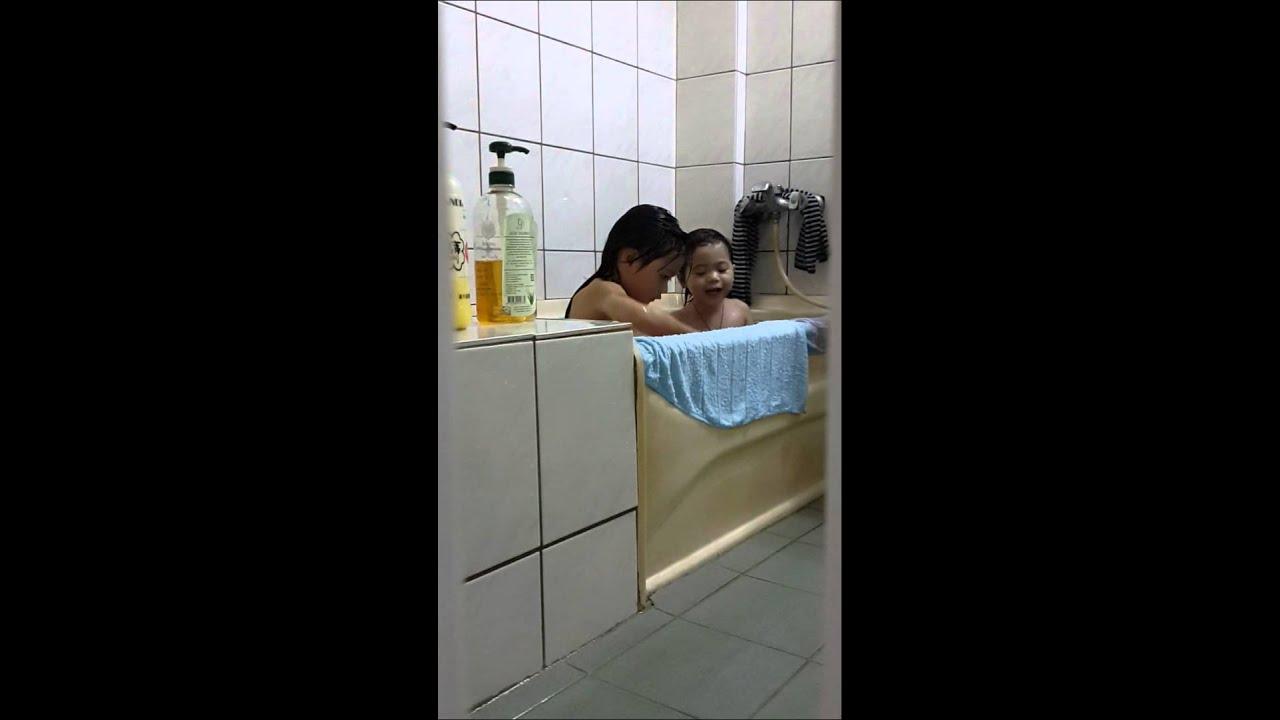 兩姐妹洗澡好hi [0:33x406p]