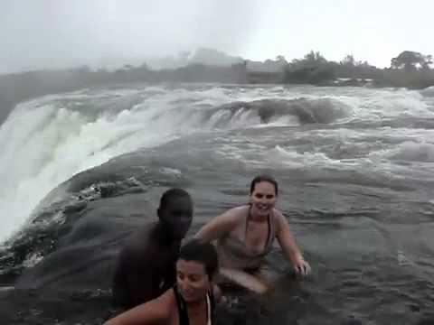 La piscine naturelle la plus dangereuse du monde au bord for Piscine du monde
