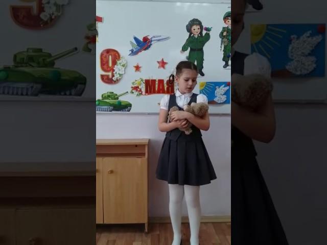 Изображение предпросмотра прочтения – ЕваНочка читает произведение «Дети войны» Л.Тасси