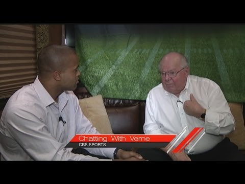 Verne Lundquist speaks on game preparations, meeting with coaches