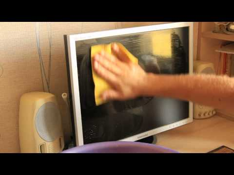 видео: Чистка монитора.  Как отмыть жирные пятна. cleaning the monitor how to clean the grease spots