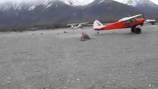 Alaska super cub 10 foot landing 10 foot take off / Pouso e decolagem curta no Alaska