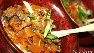 Салат с фунчозой, говядиной и овощами