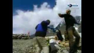 падение вертолетов видео(Видео падения вертолета МИ-8 в горах Тяньшань., 2013-08-10T21:03:57.000Z)