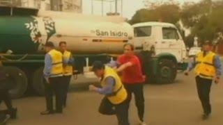 Chofer y cobrador se enfrentan a golpes a inspectores de tránsito