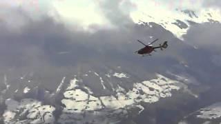 Landung eines Notarzthubschraubers In Kaltenbach/ TIrol