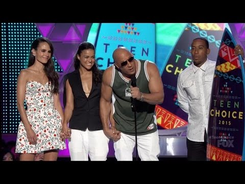 'Fast and Furious' Cast Remembers Paul Walker, Gives Shout-Out to His Daughter at Teen Choice Awa…