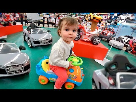 TOYS R US TOY HUNTING WITH LAURA!! Fun Indoor Playground for Kids