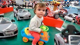 CAÇA AOS BRINQUEDOS NA TOYSRUS!! Toys for Kids Indoor Playground